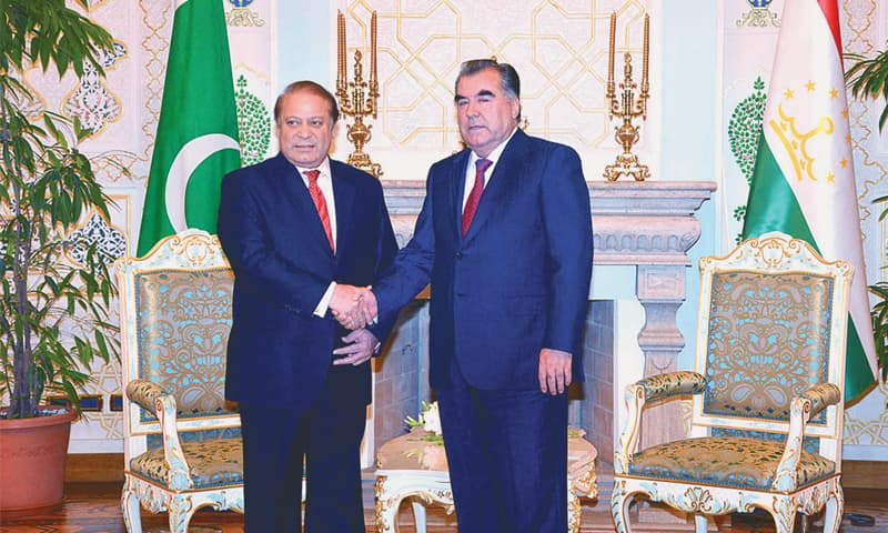 DUSHANBE: Prime Minister Nawaz Sharif being received by Tajikistan President Emomali Rahmon before their meeting on Tuesday.—APP