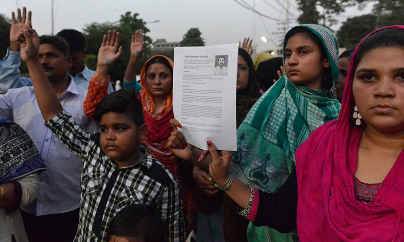 Relatives of Aftab Bahadur Masih stage a protest to stop his execution in Lahore on June 9, 2015. ─ AFP