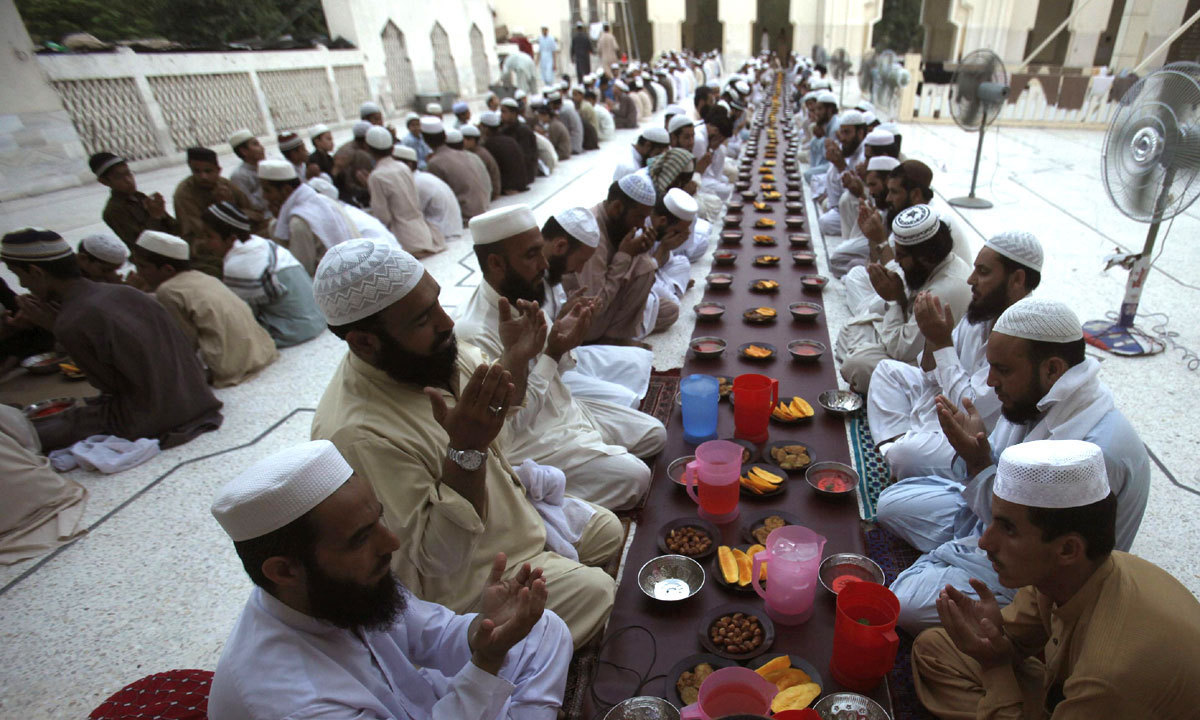 Federal Religious Minister requests KP clerics to cooperate with govt over announcement of moon sighting. —Reuters