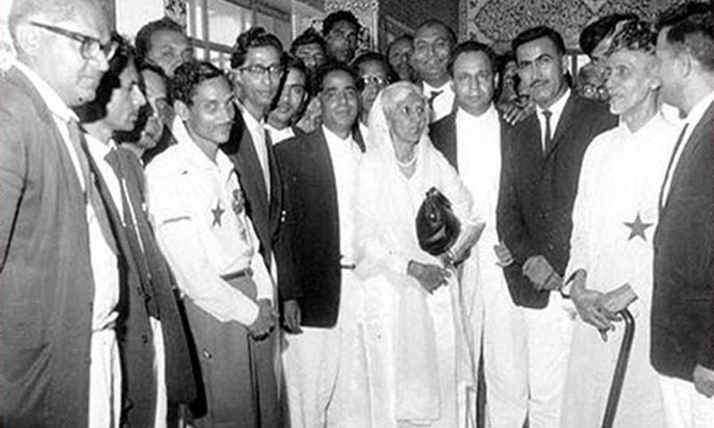فاطمہ جناح اور شیخ عبدالمجید سندھی 1964 میں۔ — talpur.com