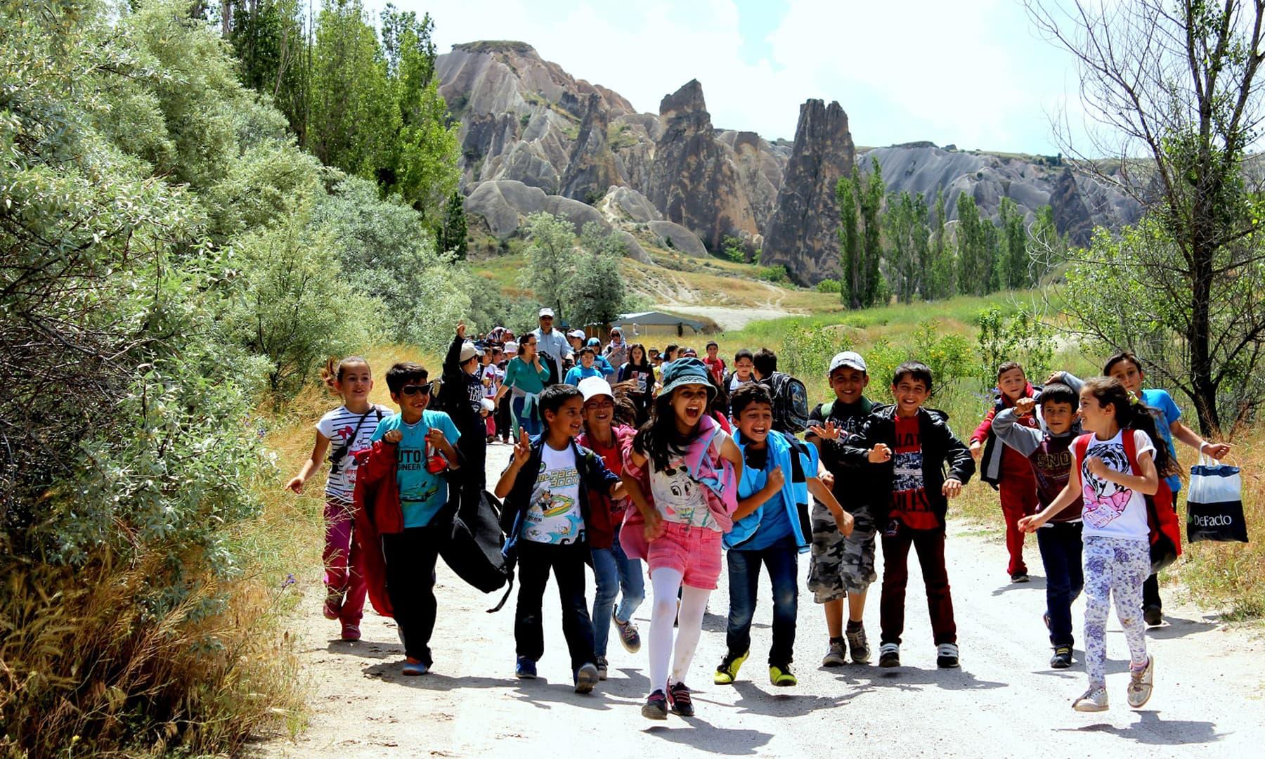 School children at Rose Valley.