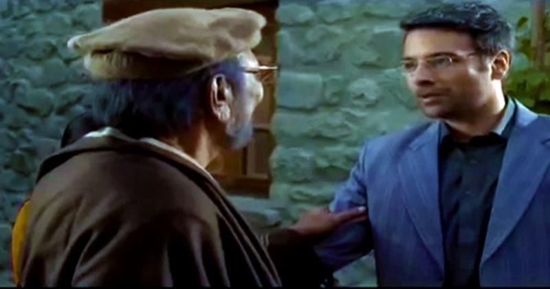Behroze apologises to Agha Jaan.