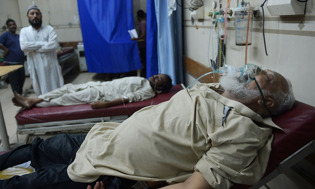 A heatstroke victim is treated at a government hospital in Karachi.—AFP