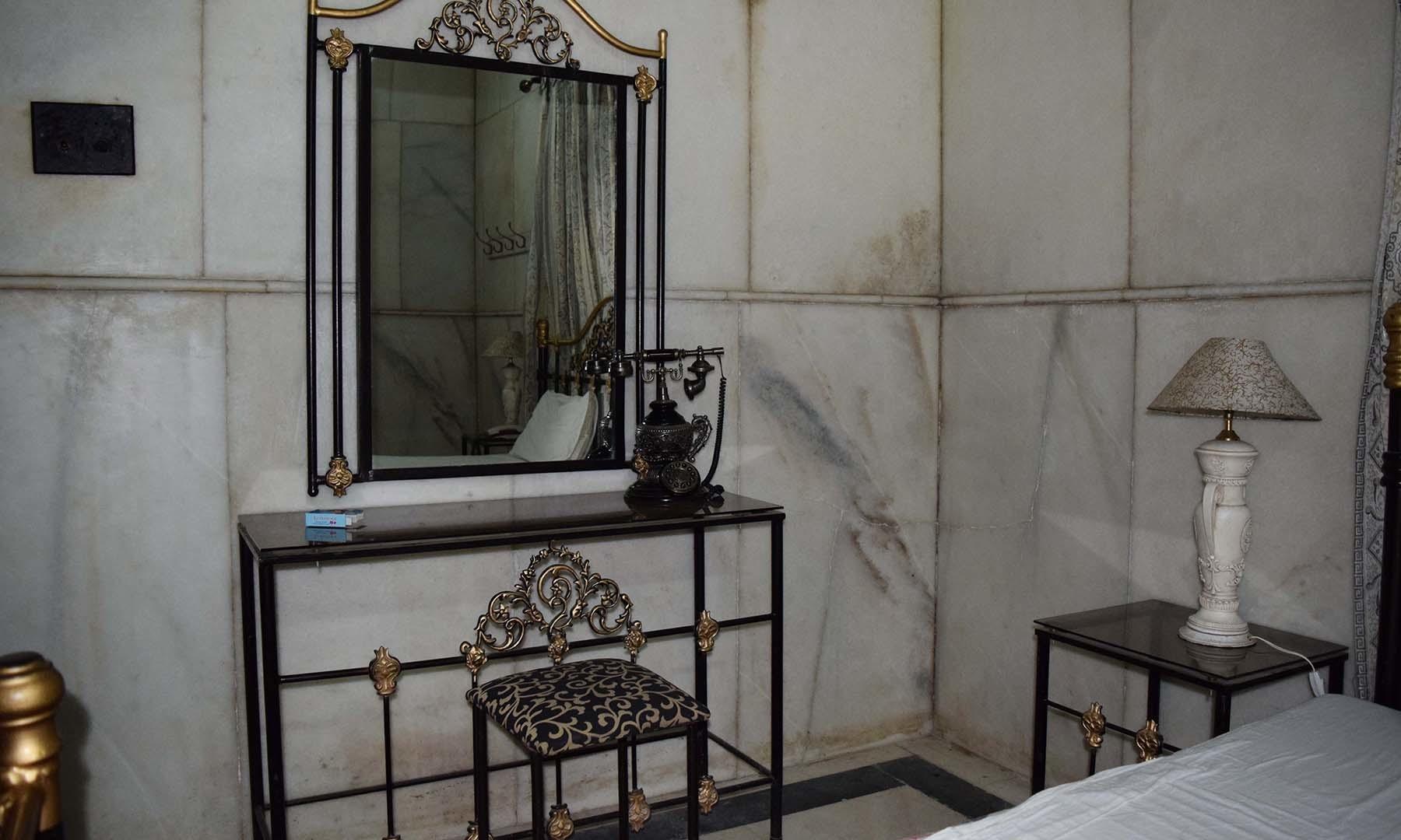 بادشاہ صاحب کے بیڈ روم کا ایک منظر۔