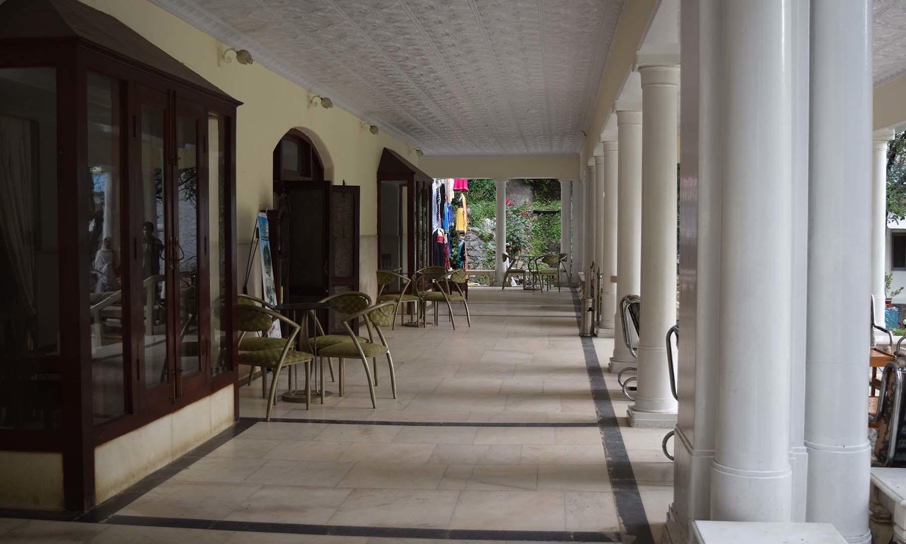 سفید محل کے بر آمدے کا منظر