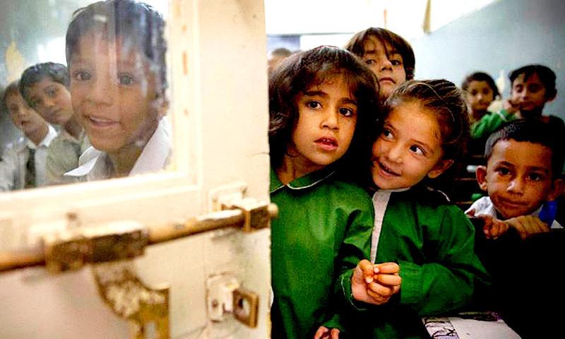 پنجاب کے کئی اسکولوں میں ٹوائلٹس تک نہیں، کیا حکومت دوروں پر خرچ ہونے والے پیسے سے ٹوائلٹ نہیں بنوا سکتی؟ — اے پی