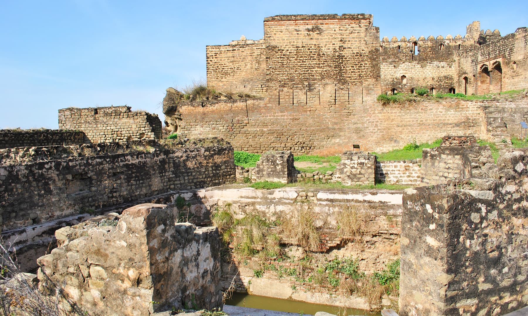 Being identical to the architectural characteristics of Mangla and Muzaffarabad Forts, Ramkot was very likely built in the second half of 16th century.