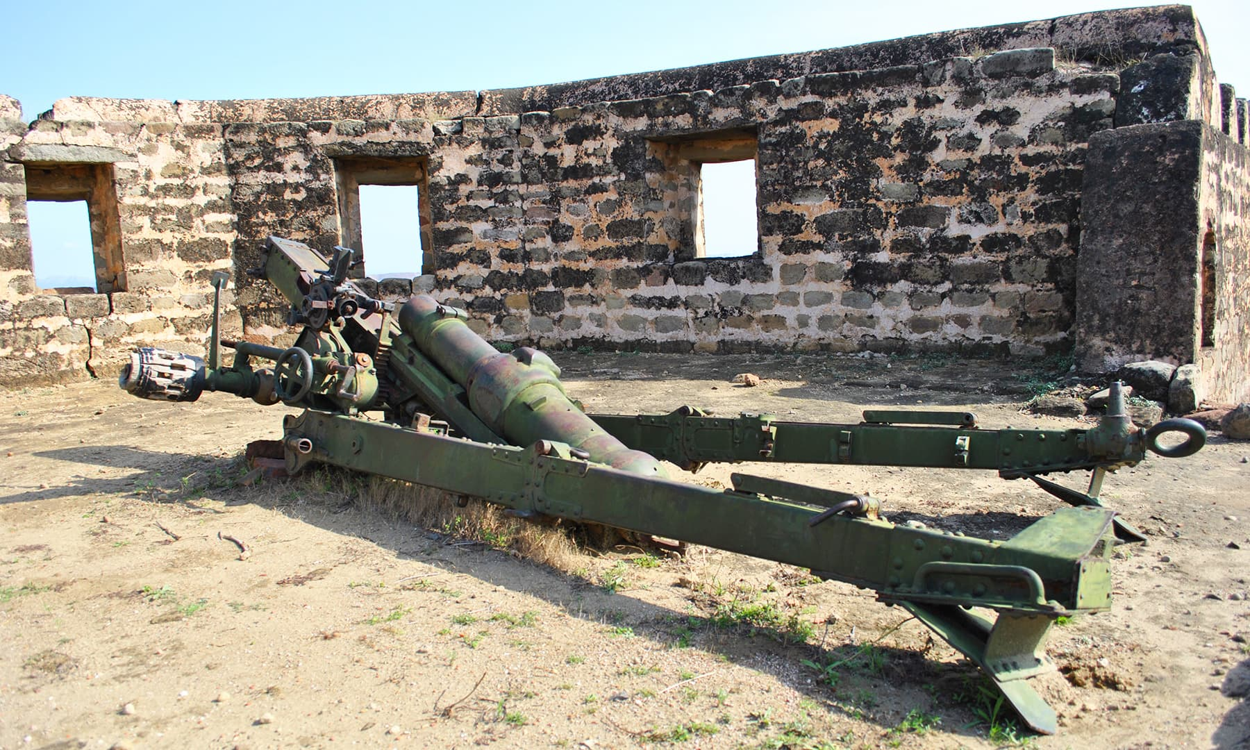 The Pakistan Army provided old model canons for the fort, but due to lack of care, they are now broken.