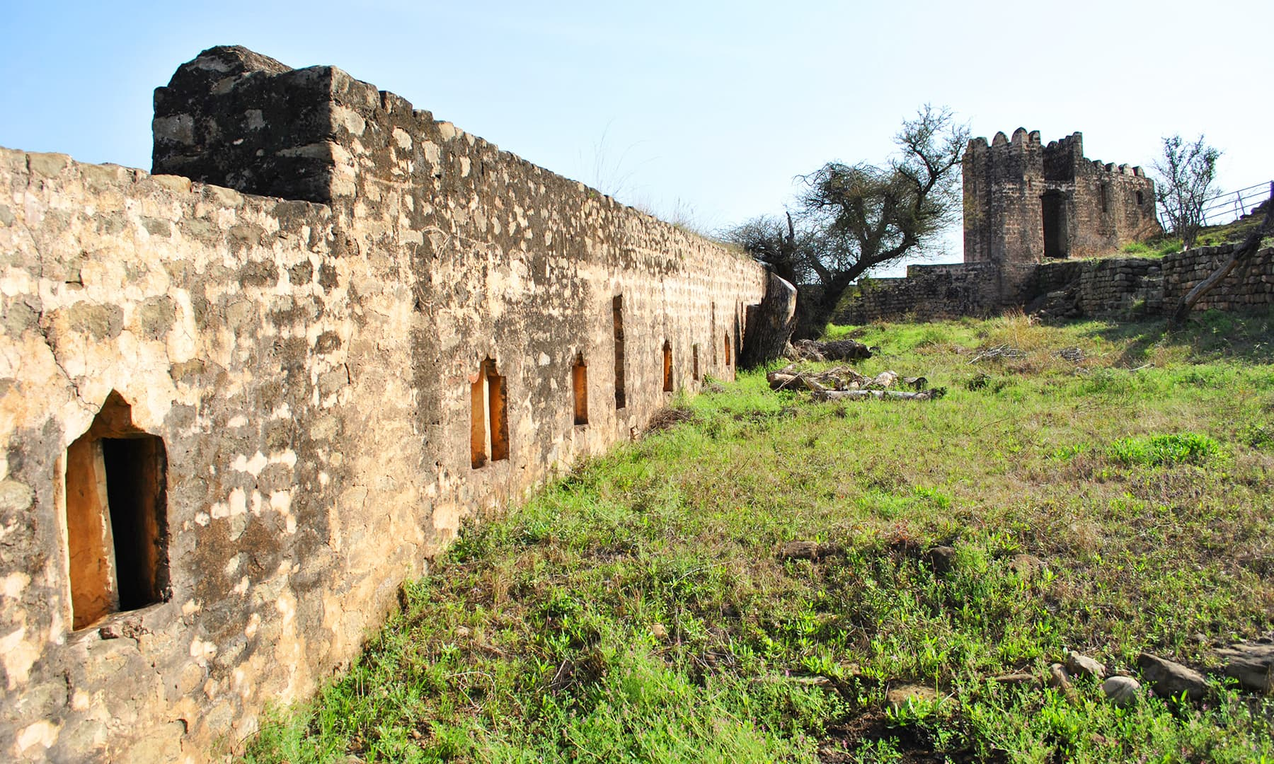 It is said that the fort was built over the site of an old Hindu Shiva temple, but present structure is construction of no later than 16th century.