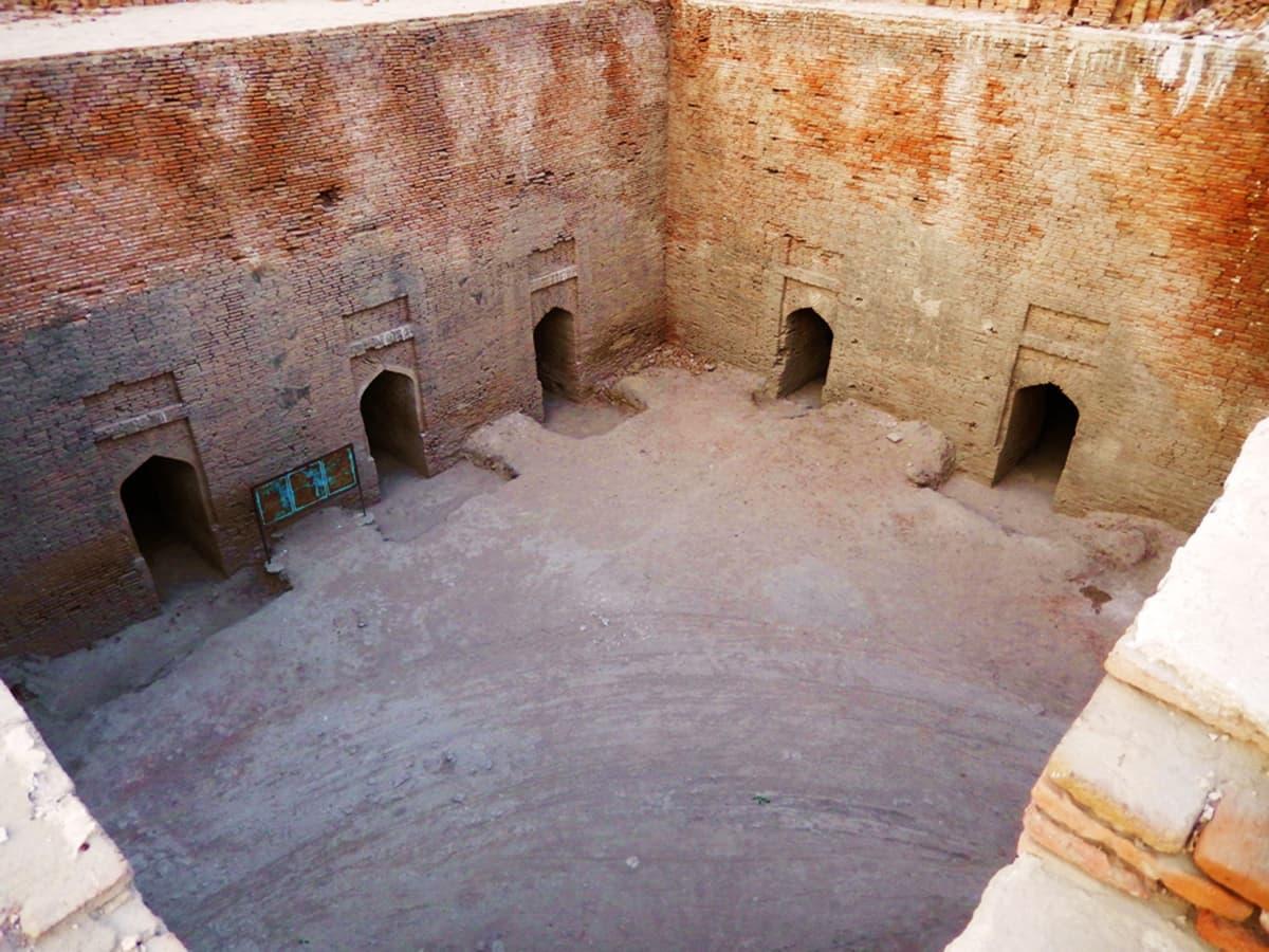 مغربی دیوار کے کونے سے دمدمہ کا منظر