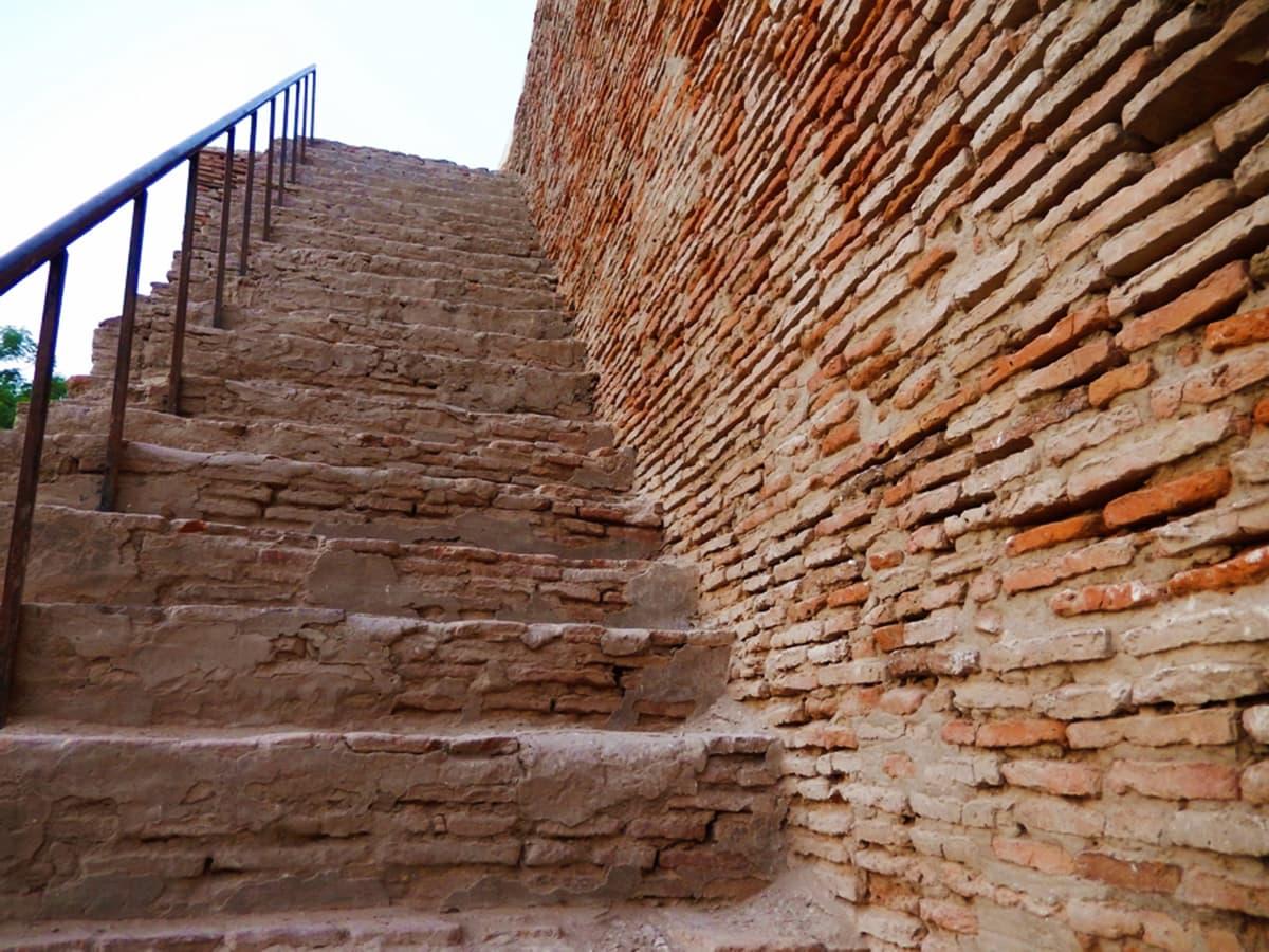 اوپر جانے کے لیے سیڑھیاں