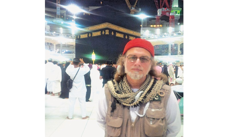 ZAID Zaman Hamid posted pictures on his official Facebook page posing in front of the holy Kaaba in Makkah.