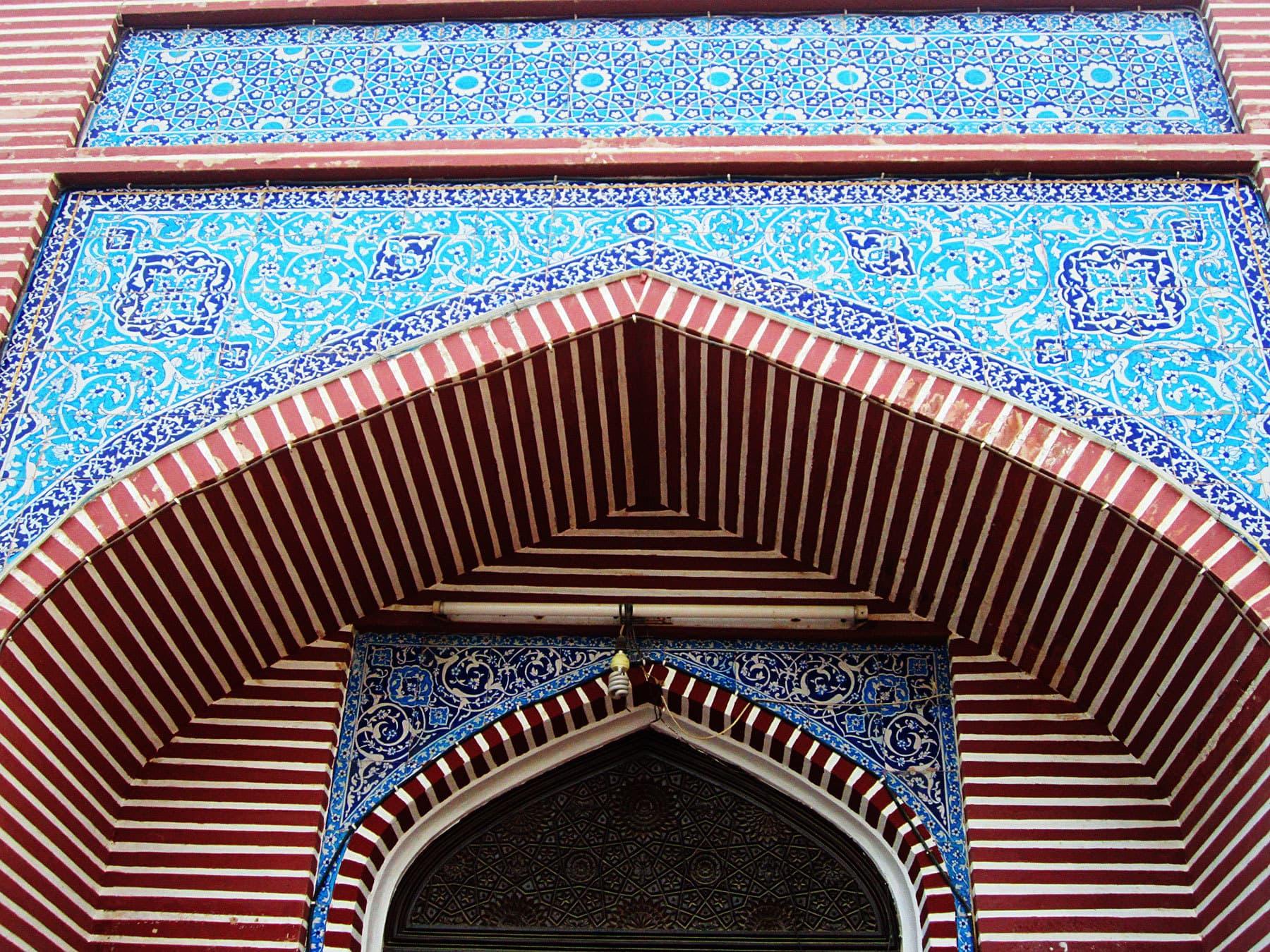 Artwork on the mehraabs.