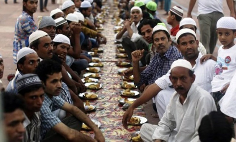 Dharmarajika, in the capital Dhaka, has become a hit on social media since it started distributing daily food packs for Muslims who break their fast during Iftar.  —Reuters/File