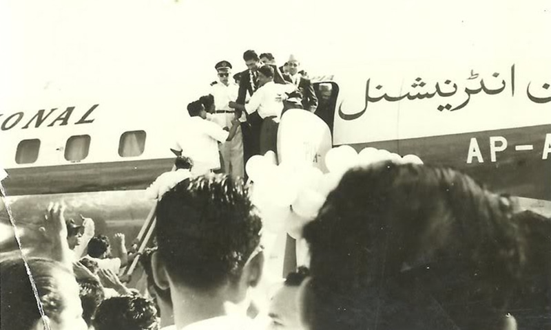 Pakistan hockey players are received by a huge crowd at the Karachi Airport on their triumphant return from Rome.