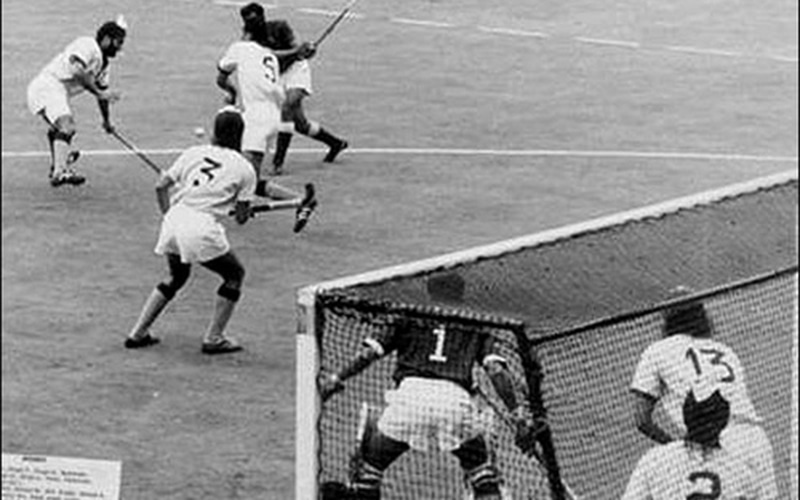 A Pakistani player about to smash his team's winning goal against India in Munich (1972).