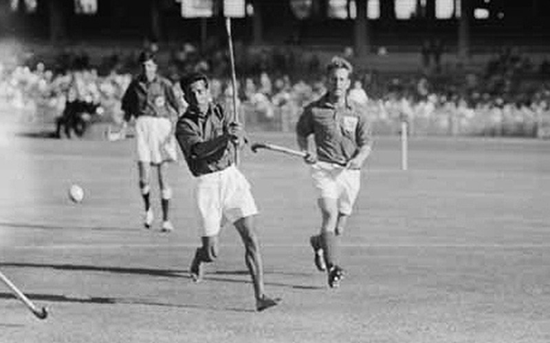 The Pakistan team on the attack against England during the 1956 Melbourne Olympics. The Pakistan side at the time was extremely low on resources. Notice how one of its players is playing barefooted! Pakistan managed to reach the final where it was beaten by India.
