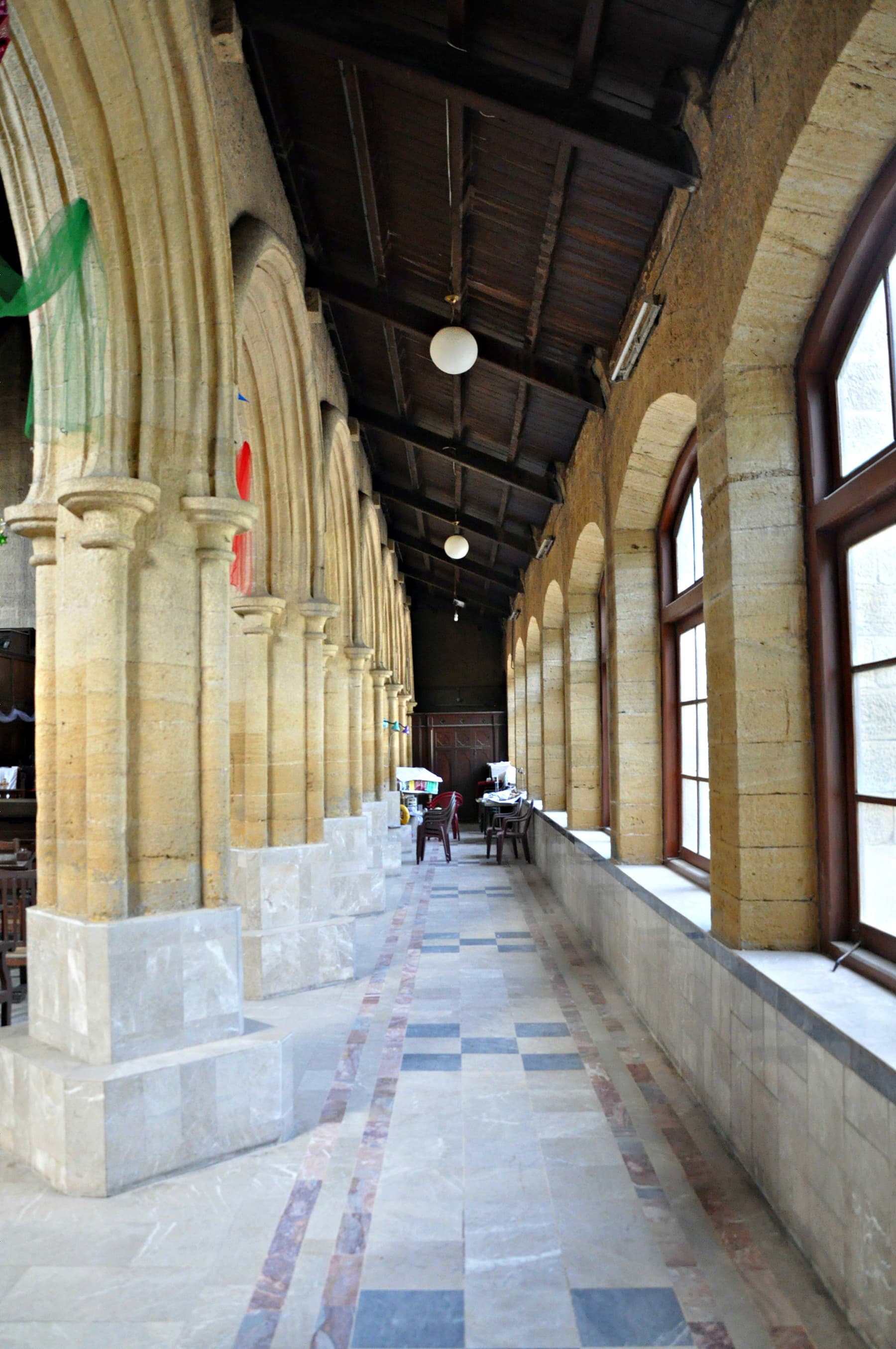 Both sides of the main hall have large windows.