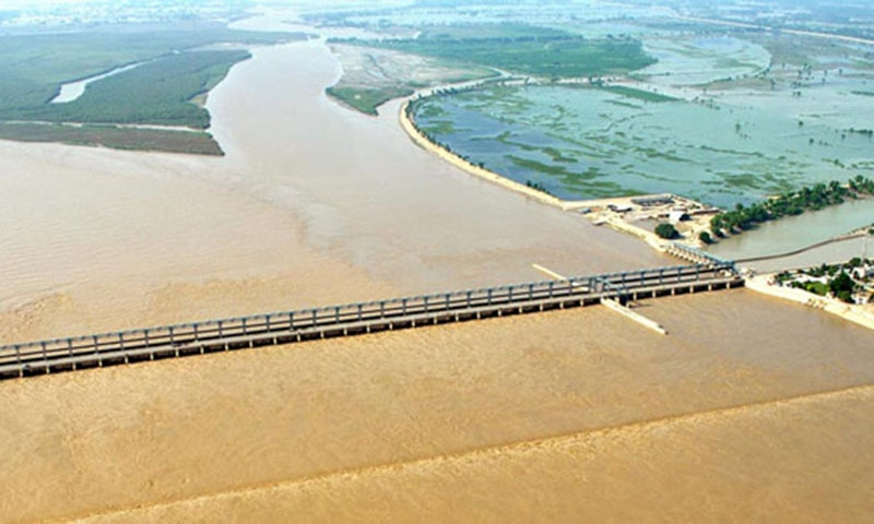 A high flood of 500,000 cusec is reportedly passing through the Taunsa Barrage.— Online/File