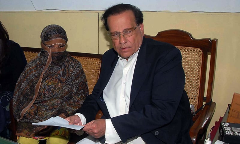 Asia Bibi pictured with former Punjab governor Salman Taseer in 2010. ─ AFP/File