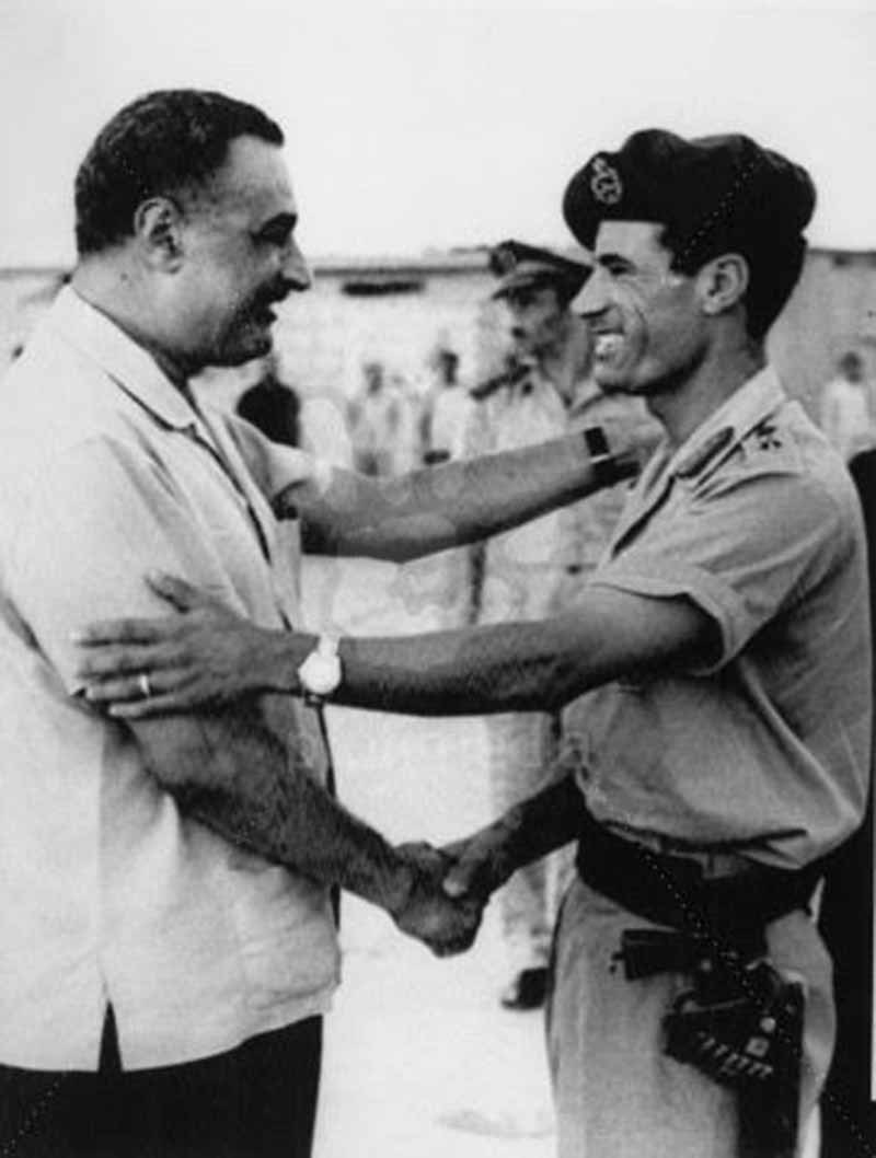 Gaddafi (right) meets his ideal, Nasser, in 1970.