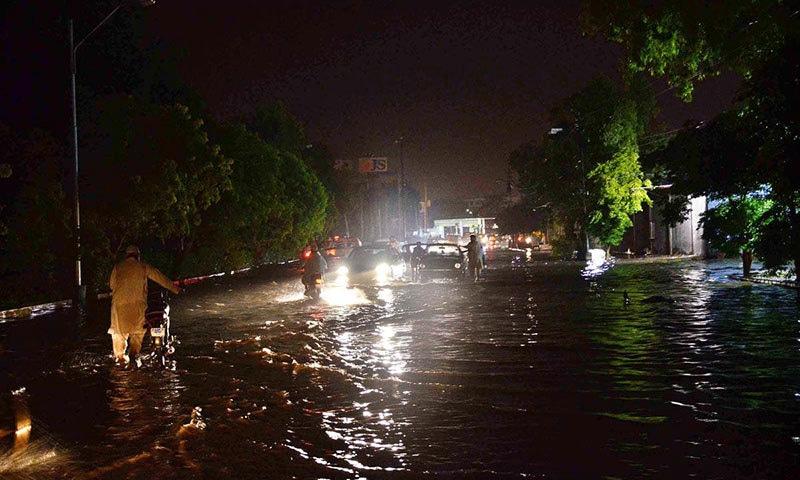 محکمہ موسمیات نے کل بھی کراچی میں تیز بارش کا امکان ظاہر کیا ہے— اے پی پی فوٹو