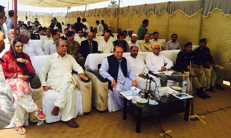 PM Nawaz arrived at a relief camp in Chachran and was briefed by District Coordinator Officer Rahim Yar Khan regarding the flood situation.   — PM Office
