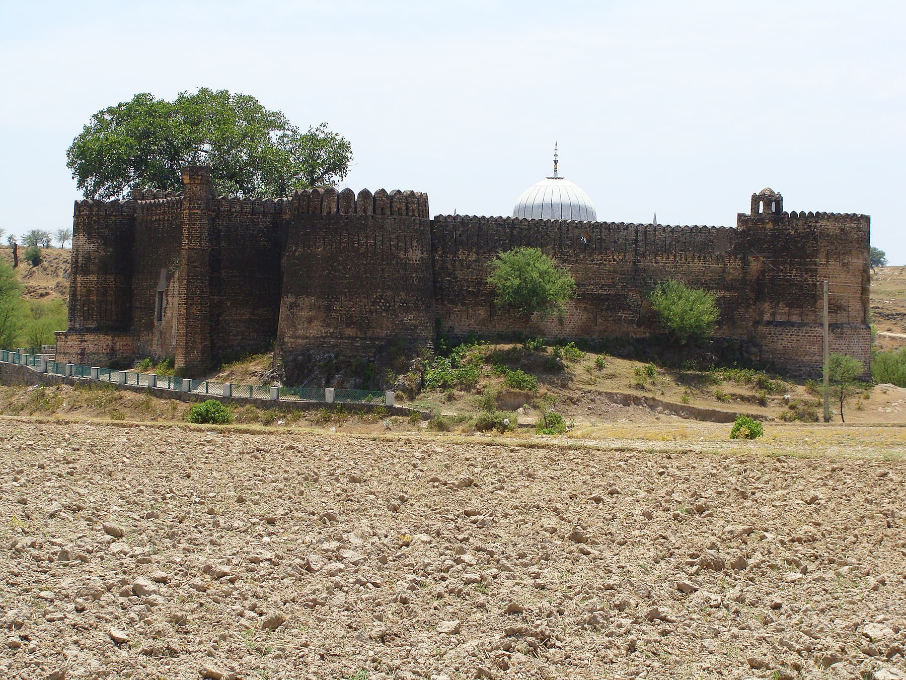 The dome of the shrine is visible over the fort walls.