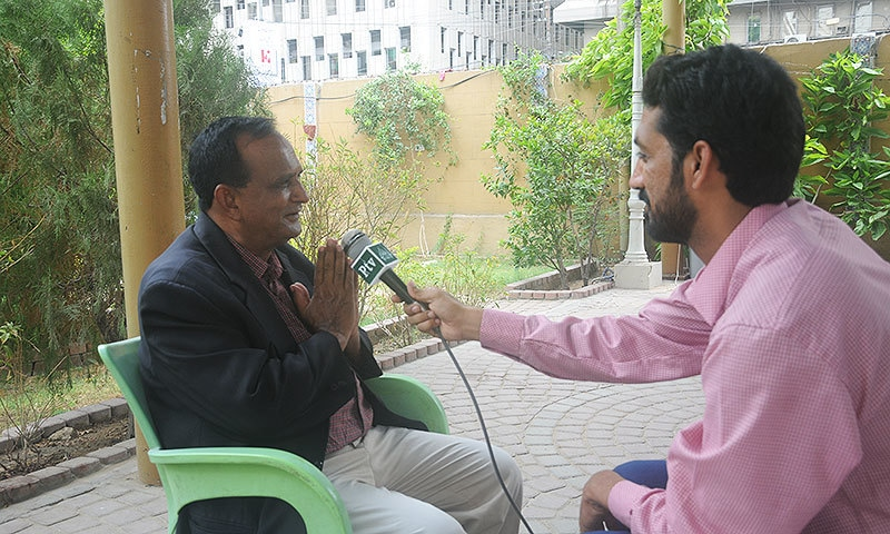 Chaand Nawab speaking to PTV.  —Photo by Mohsin Soomro