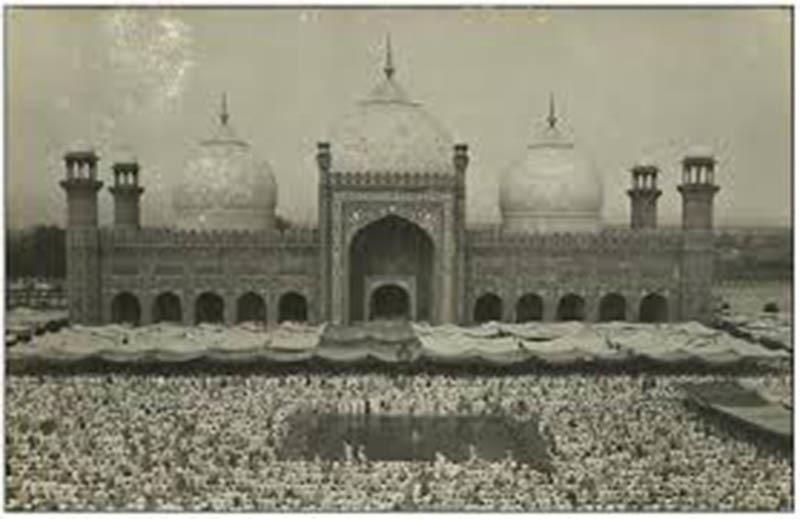 Eid prayers at Lahore's Badshahi Mosque (1959).
