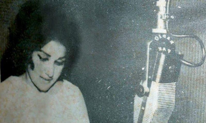 Madam Noor Jehan recording her famous national song, 'Ay Watan Kay Shajeelay Jwanaoun' at EMI-Pakistan's studios in Karachi during the 1965 Pak-India war.