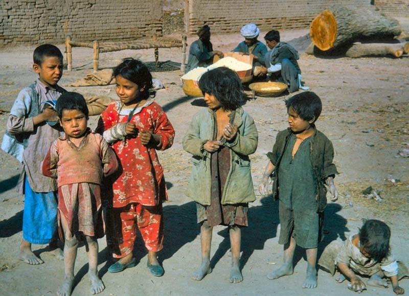 Children at a fishing village near the Hawks' Bay Beach in Karachi (1966).