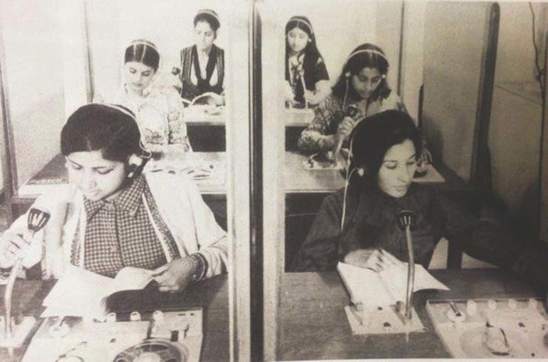 Students learning English at a modern language institute in Karachi in 1974.