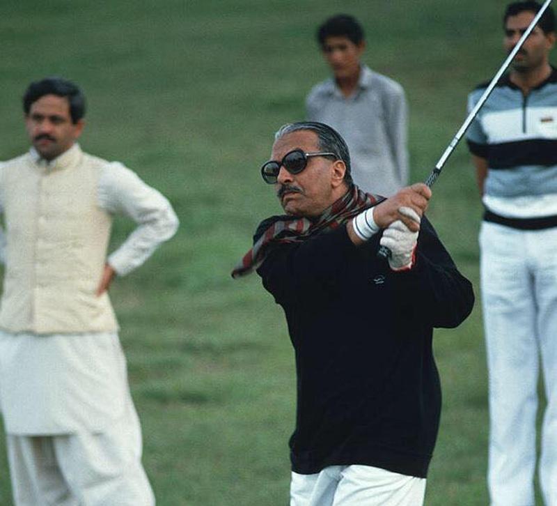 Zia playing golf in Islamabad, 1986.