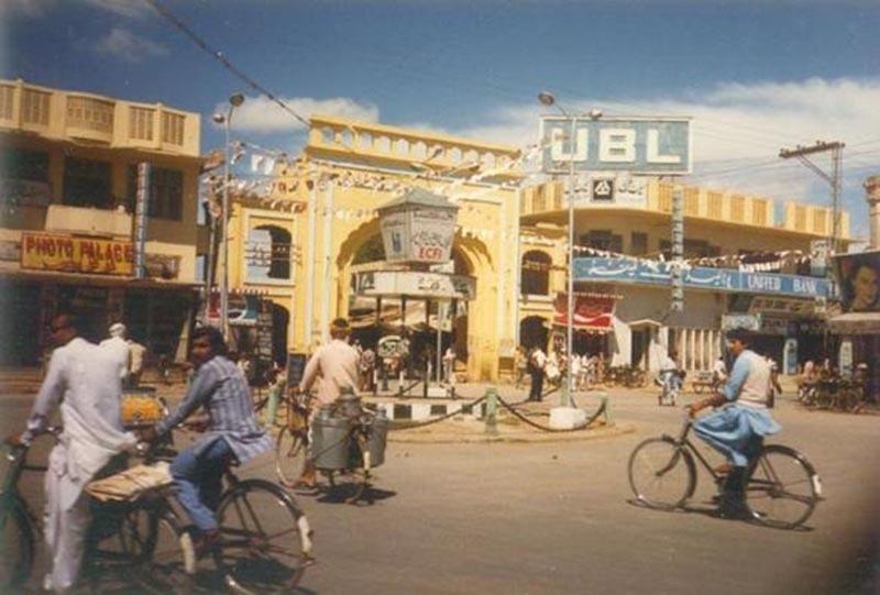 A busy street in Bahawalpur, 1980.