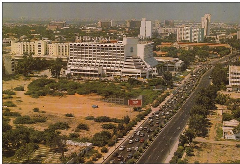 Karachi's Sahrah-e-Faisal in 1983.