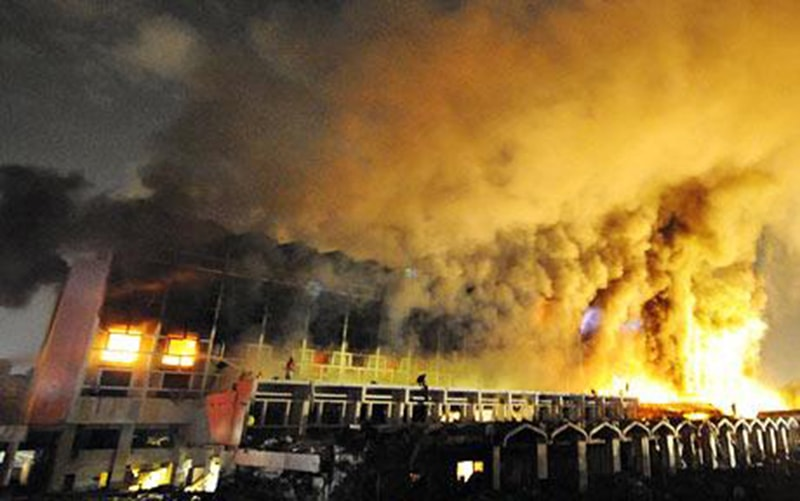 Islamabad's Marriot Hotel goes up in flames after it was attacked by suicide bombers belonging to extremist outfits (2008).