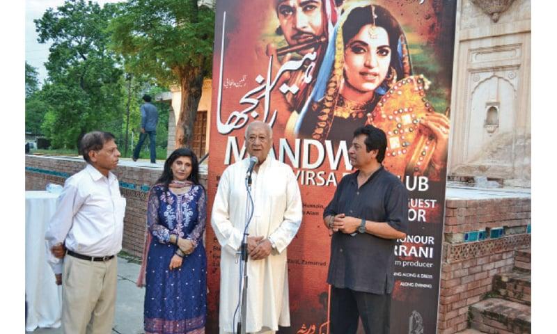 ہیر رانجھا پنجابی زبان کی فلم تھی—فائل فوٹو: ڈان