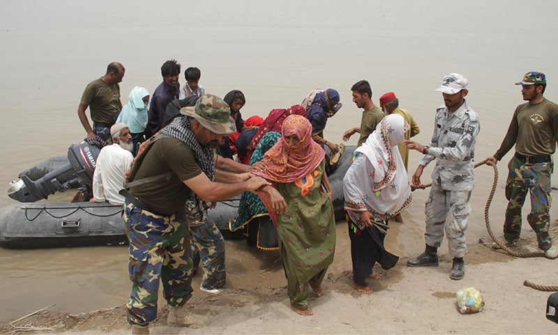 army  navy evacuate thousands as water level continues to rise - pakistan