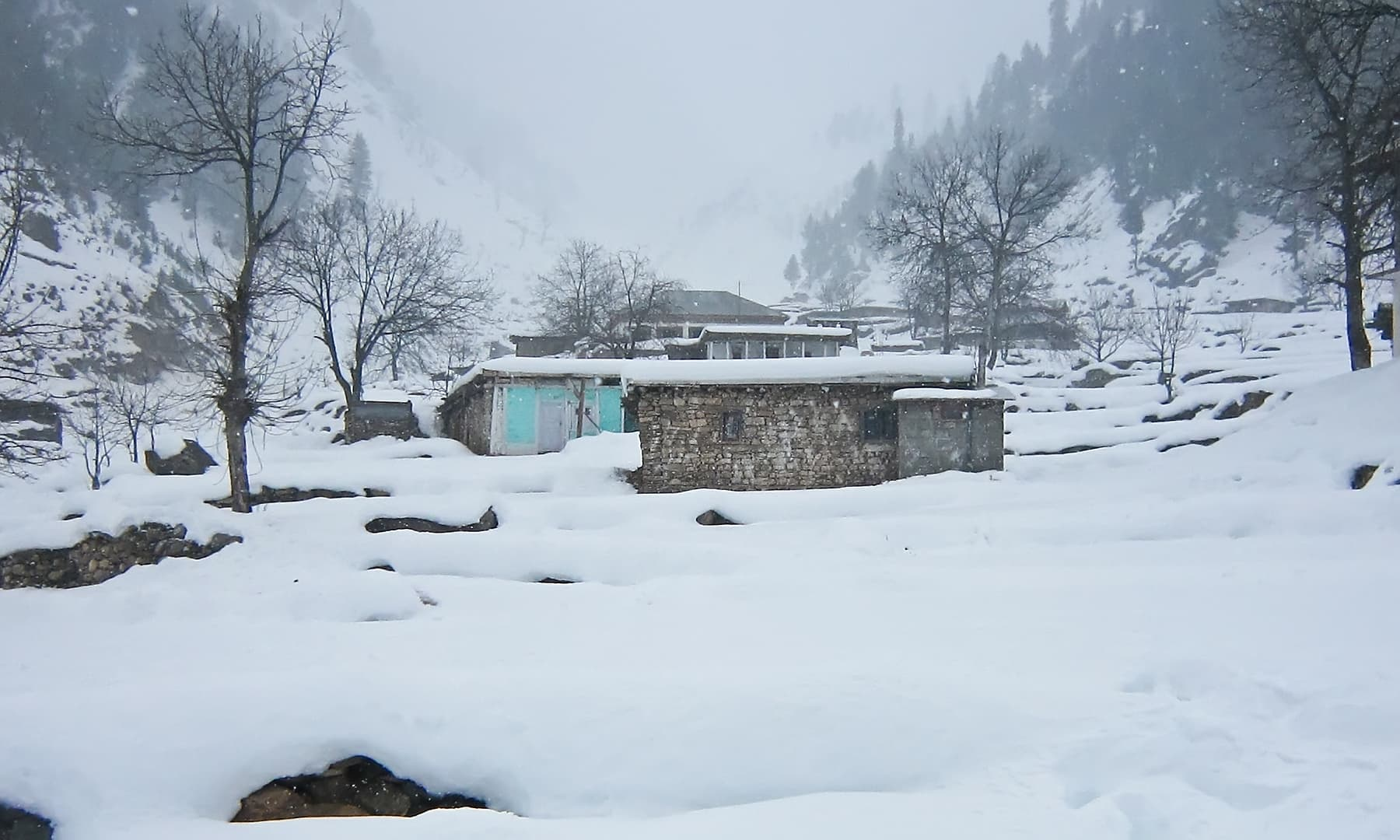 وادی ناران سردیوں میں.— فوٹو سید مہدی بخاری