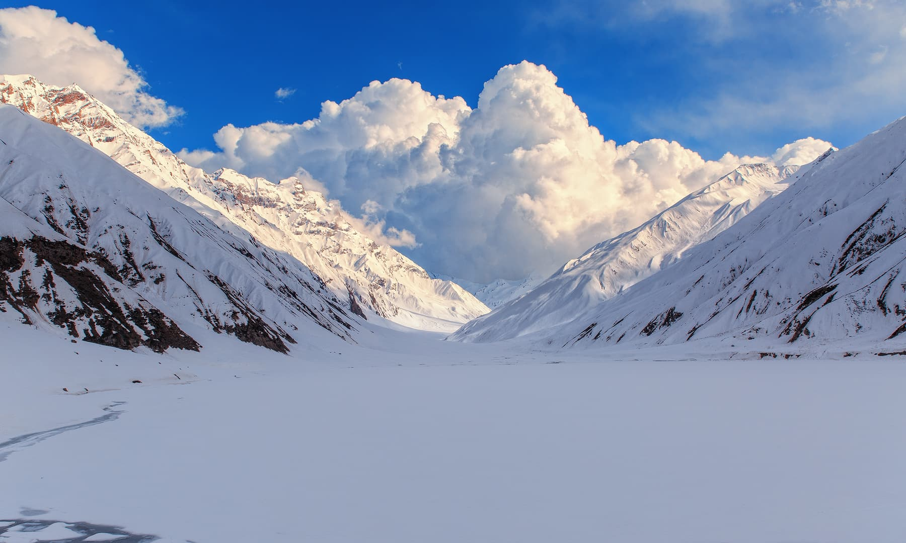 The frozen Lake Saif-ul-Malook.