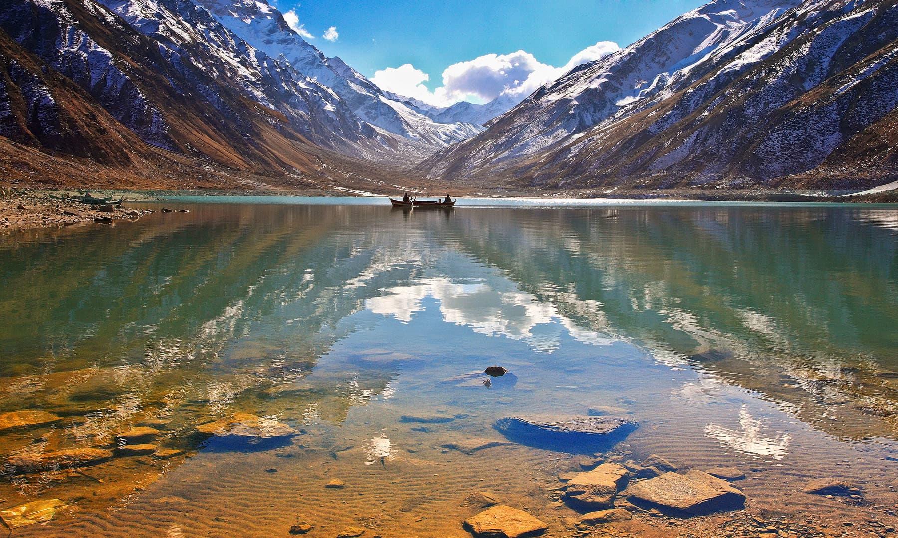 جھیل سیف الملوک.— فوٹو سید مہدی بخاری