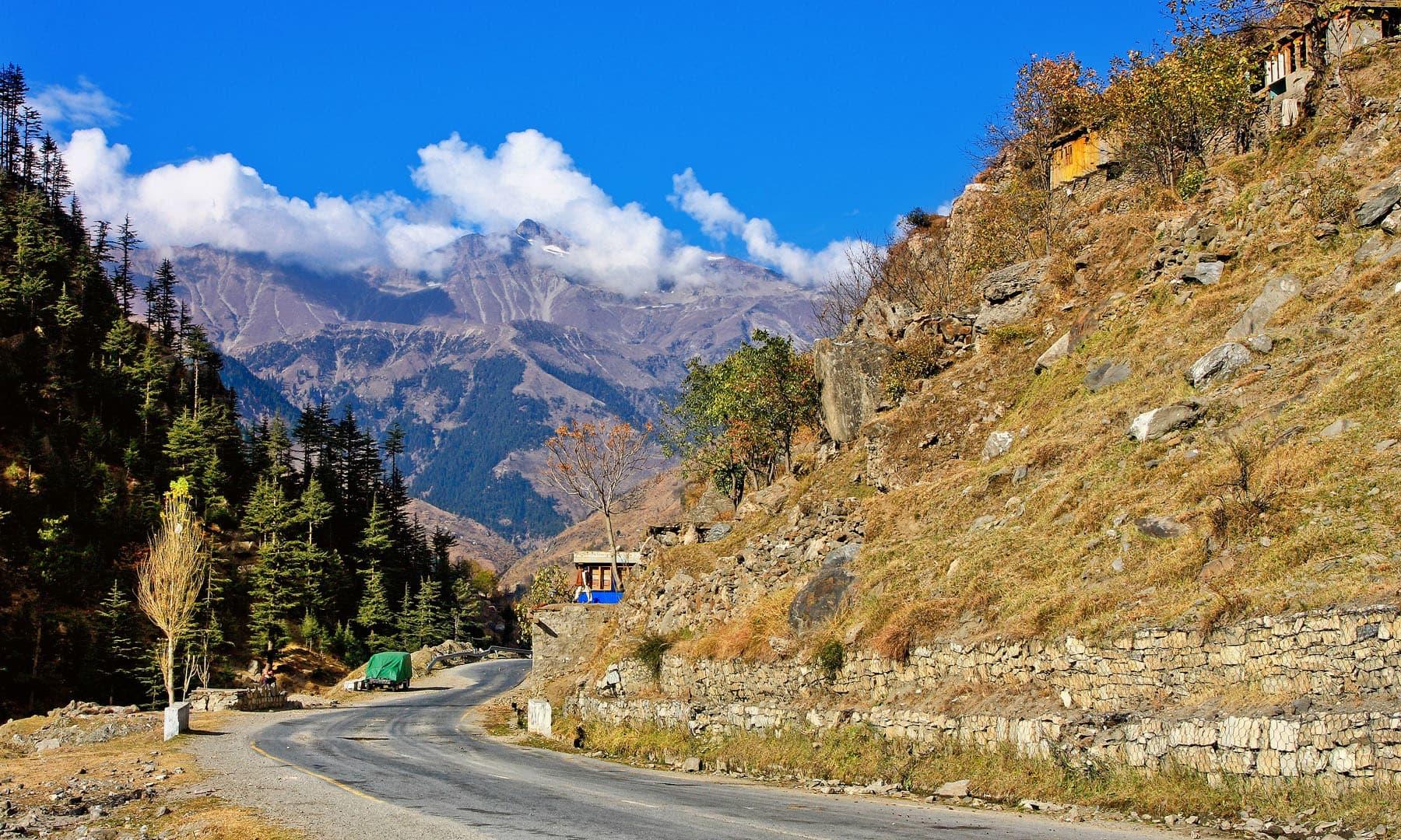 وادی کاغان کا راستہ.— فوٹو سید مہدی بخاری