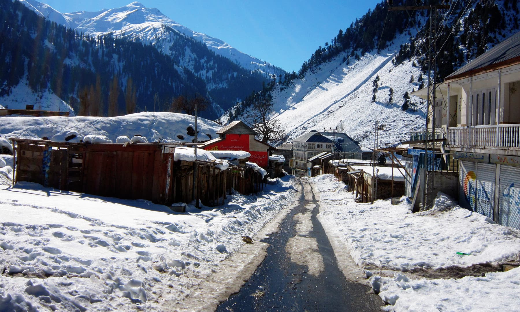 Naran bazaar in the winter.