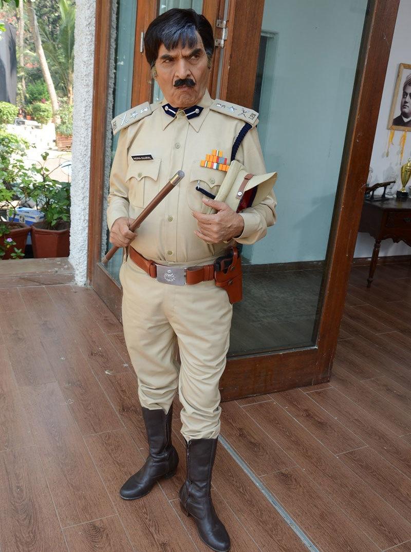 General Zia arrives in Delhi for a visit.