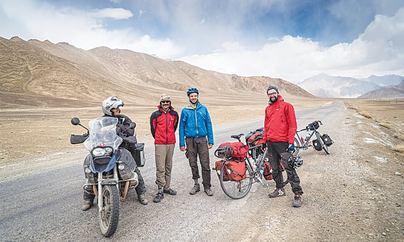 Bumping into German cyclists and a Swiss motorcyclist on the way to Murghan, Tajikistan