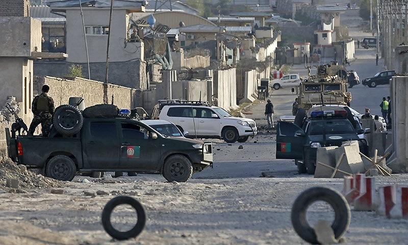 افغان دارالحکومت کابل میں گذشتہ 24 گھنٹوں کے دوران ہونے والے متعدد بم دھماکوں اور فائرنگ کے واقعے میں 36 افراد ہلاک ہوگئے ہیں — فوٹو: رائٹرز