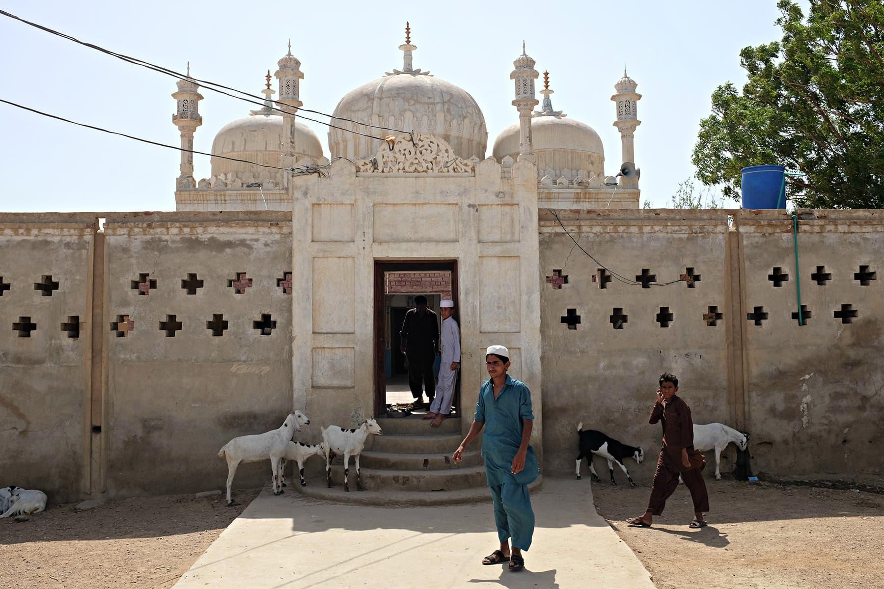 A mosque enroute Peeplasar.