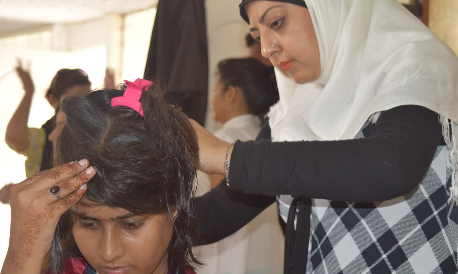 Saba Us Saba cuts off hair of a participant. — Photo by Yumna Rafi
