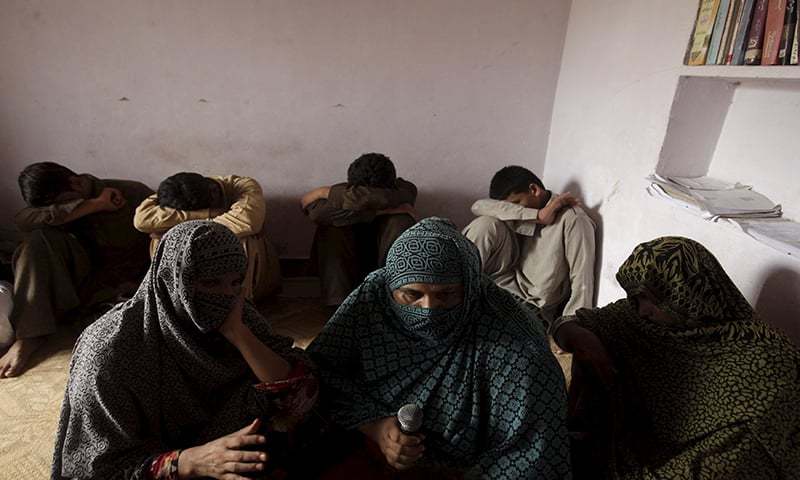 Children whose families say have been abused, hide their faces while their mothers are interviewed by a Reuters correspondent in their village of Husain Khan Wala, Punjab province, Pakistan August 9, 2015. REUTERS/Mohsin Raza